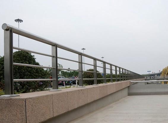 不锈钢复合管护栏工程